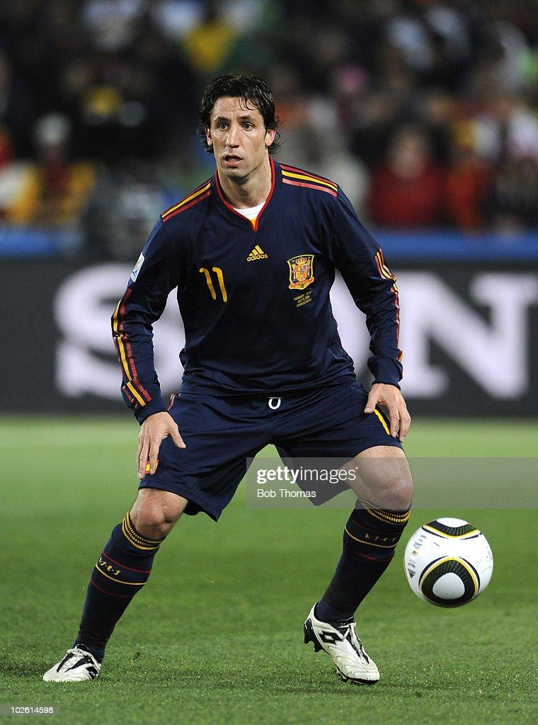Paraguay v Spain: 2010 FIFA World Cup - Quarter Final : News Photo