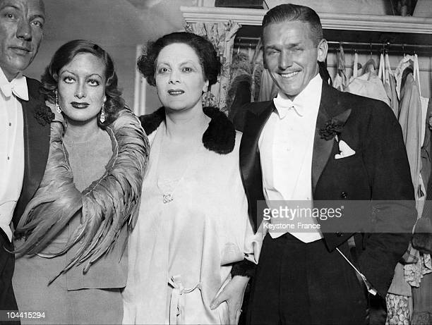 Joan CRAWFORD Mary CLARE and Douglas FAIRBANKS junior photographed in Mary CLARE's dressing room after seeing the performance of CAVALCADE on July...