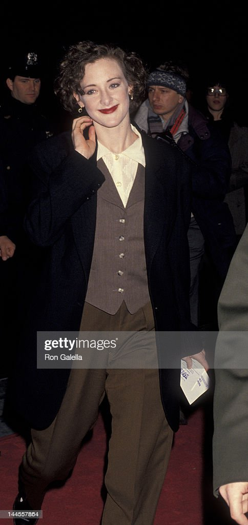 Joan Cusack Attends The Premiere Of Toys On December 16 1992 At