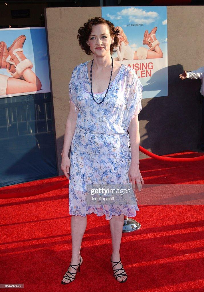 Raising Helen Los Angeles Premiere - Arrivals : News Photo