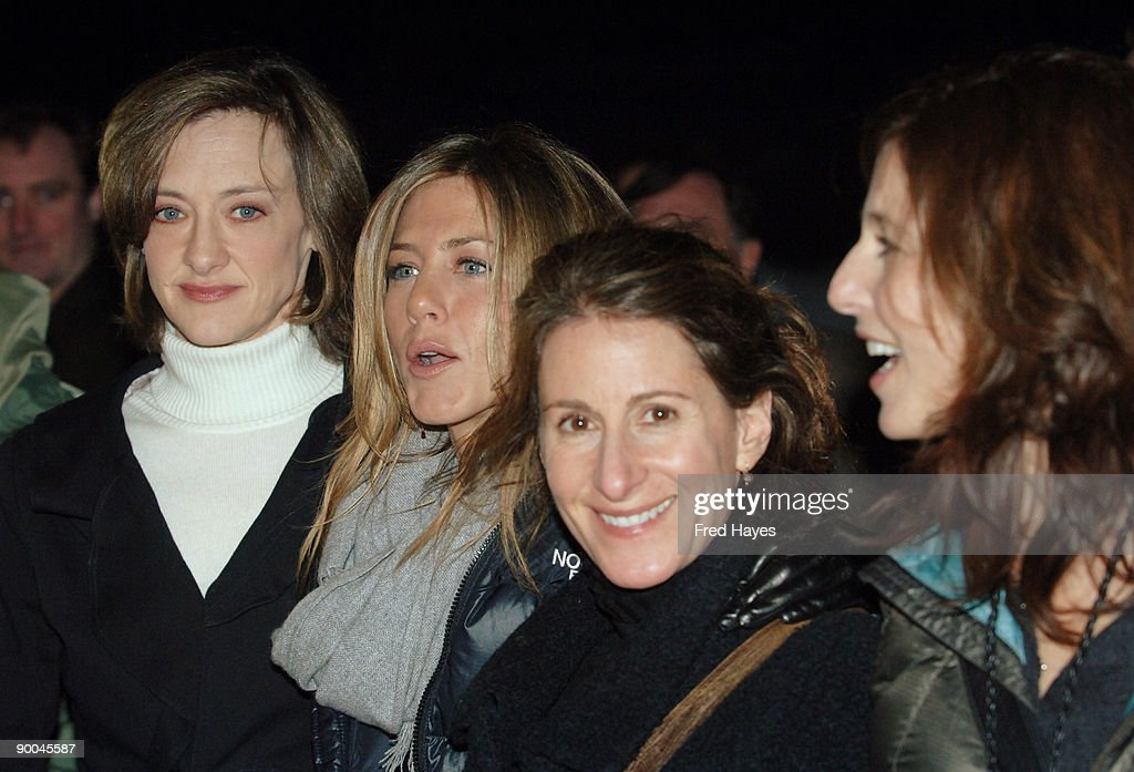 """2006 Sundance Film Festival - """"Friends with Money"""" - Opening Night Premiere - Arrivals : News Photo"""