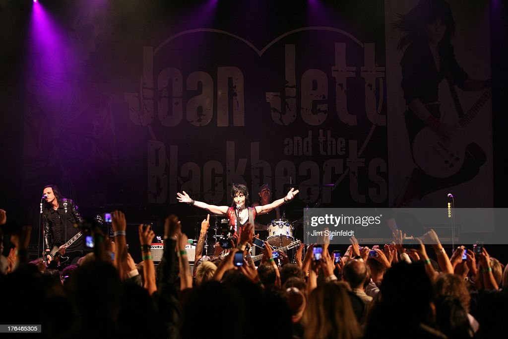Joan Jett And The Blackhearts Perform In Los Angeles : News Photo