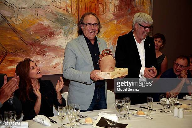 Joan Manel Serrat reciving the 'Christa Leem Awards' and Candela Tiffon applauds on October 13 2014 in Barcelona Spain
