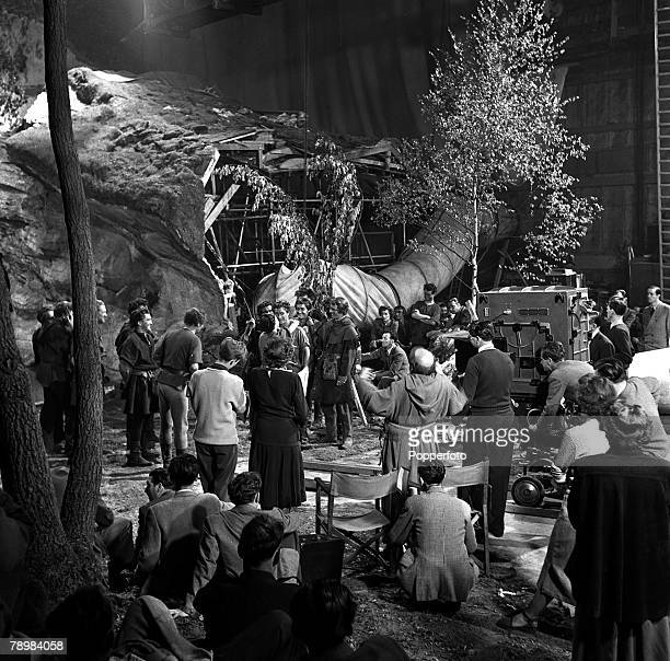 1951 Joan Rice and Richard Todd and the crew on the set of the film 'Robin Hood'