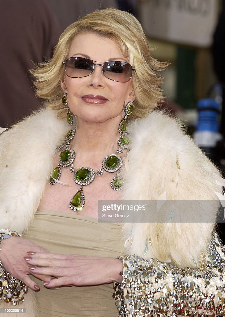 The 61st Annual Golden Globe Awards - Arrivals : News Photo