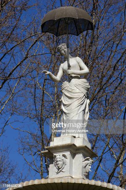 Joan Roig Soler Spanish sculptor The lady of the umbrella Citadel Park Barcelona Catalonia Spain