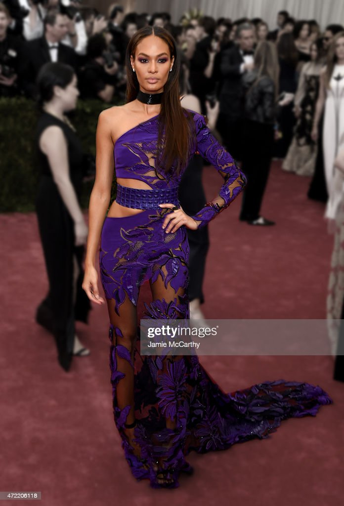 """""""China: Through The Looking Glass"""" Costume Institute Benefit Gala - Fashion Focus : News Photo"""