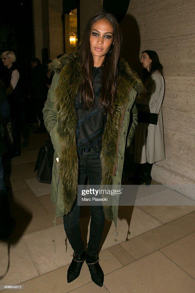 Versace : Outside Arrivals - Paris Fashion Week - Haute Couture Spring Summer 2016