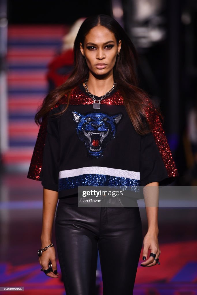 Tommy Hilfiger TOMMYNOW Fall 2017 - Runway : News Photo