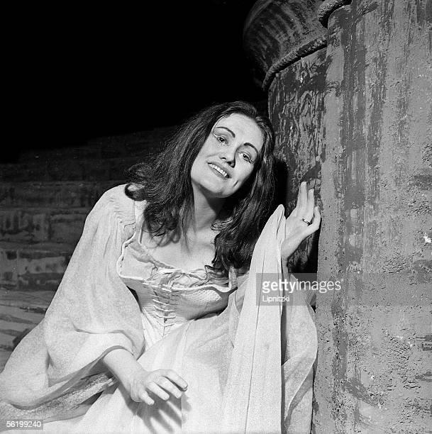 Joan Sutherland in 'Lucia di Lammermoor' of Gaeteno Donizetti Opera of Paris april 1960
