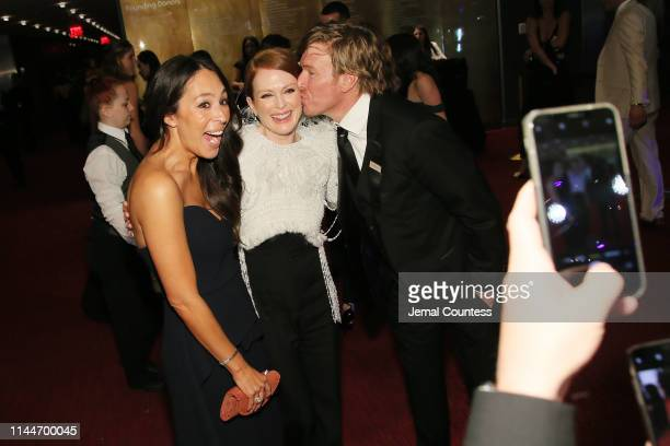 Joanna Gaines Julianne Moore and Chip Gaines attend the TIME 100 Gala 2019 Cocktails at Jazz at Lincoln Center on April 23 2019 in New York City