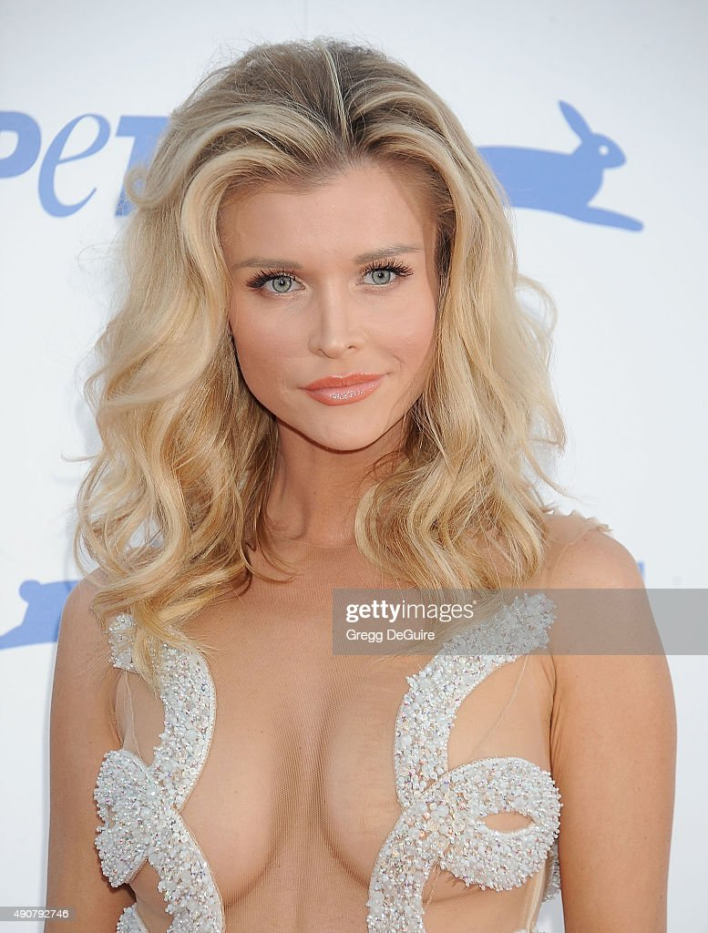 Joanna Krupa arrives at PETA's 35th Anniversary Party at Hollywood Palladium on September 30, 2015 in Los Angeles, California.