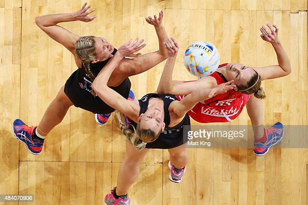 Joanne Harten of England competes with Casey Kopua and Katrina Grant of New Zealand of New Zealand during the 2015 Netball World Cup Semi Final 1...