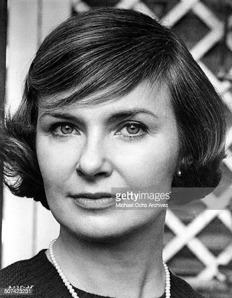 Joanne Woodward as Dr Mildred Watson a psychiatrist poses for the Universal Studios movie They Might Be Giants circa 1971