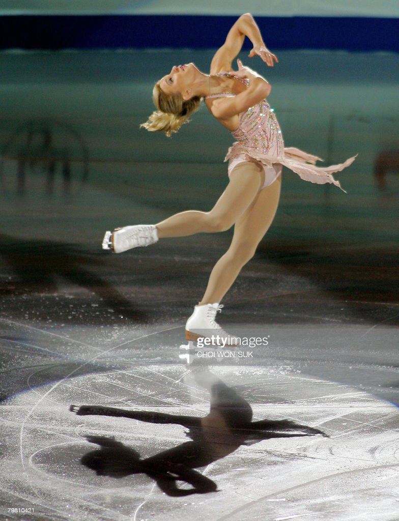 Joannie Rochette of Canada performs duri : News Photo