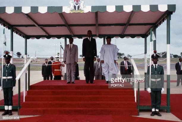 Joao Bernardo Vieira le président de la République de GuinéeBissau et Abdou Diouf résident de la République du Sénégal accueillis par Ibrahim...