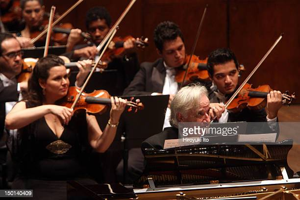 Joao Carlos Martins leading the Orchestra Filarmonica Bachiana at Avery Fisher Hall on Sunday night September 19 2010This imageFor encore Joao Carlos...