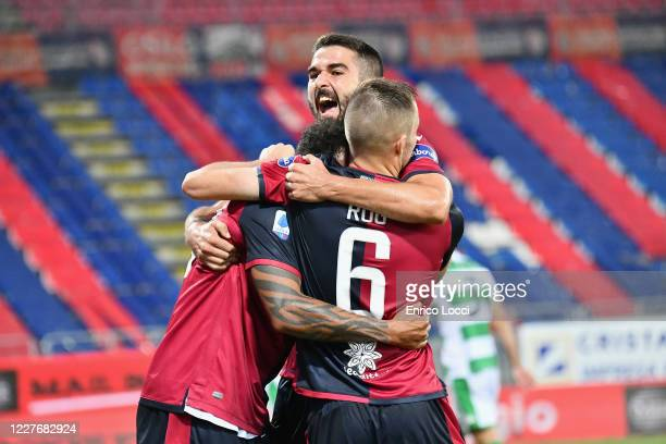 Joao Pedro of Cagliari celebrates with teammates after scoring the 11 equaliser during the Serie A match between Cagliari Calcio and US Sassuolo at...