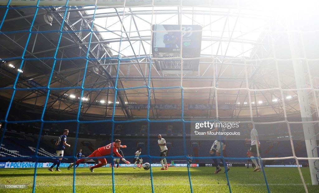FC Schalke 04 v VfL Wolfsburg - Bundesliga : News Photo