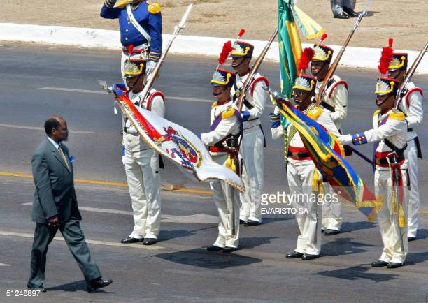 Joaquim Chissano, President of Mozambique, receives military honors upon his arrival to Planalto governmental Palace in Brazilia 31 August 2004....