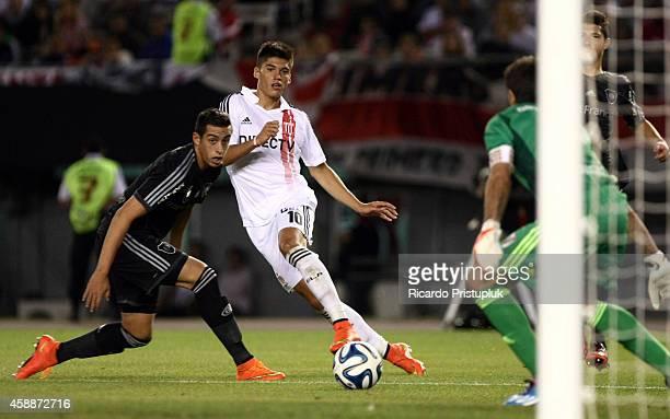 Joaquin Correa of Estudiantes de la Plata tries to score during a match between River Plate and Estudiantes as part of 14th round of Torneo de...