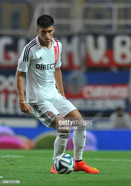 Joaquin Correa of Estudiantes drives the ball during a match between San Lorenzo and Estudiantes as part of round 18 of Torneo de Transicion 2014 at...