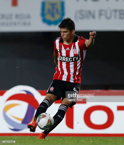 Joaquin Correa of Estudiantes shoots to score the opening goal during a match between Estudiantes and Peñarol as part of round of 16 of Copa Total...