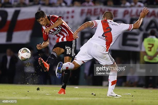 Joaquin Correa of Estudiantes takes a shot during a second leg quarter final match between River Plate and Estudiantes as part of Copa Total...