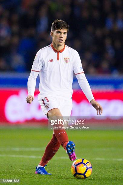 Joaquin Correa of Sevilla FC controls the ball during the La Liga match between Deportivo Alaves and Sevilla FC at Mendizorroza stadium on March 6...