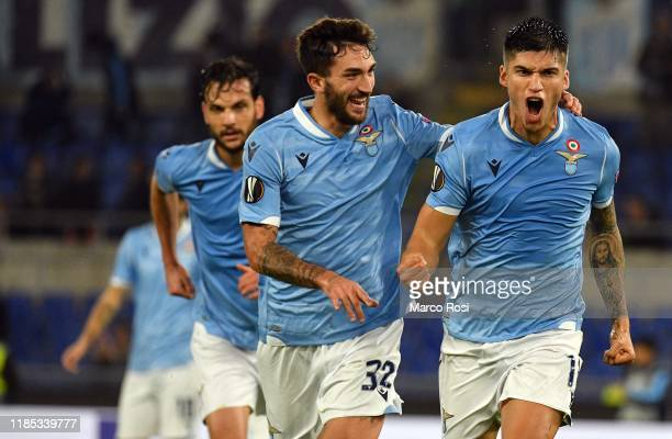 Joaquin Correa of SS Lazio celebrate a opening goal with his team mates during the UEFA Europa League group E match between SS Lazio and CFR Cluj at...