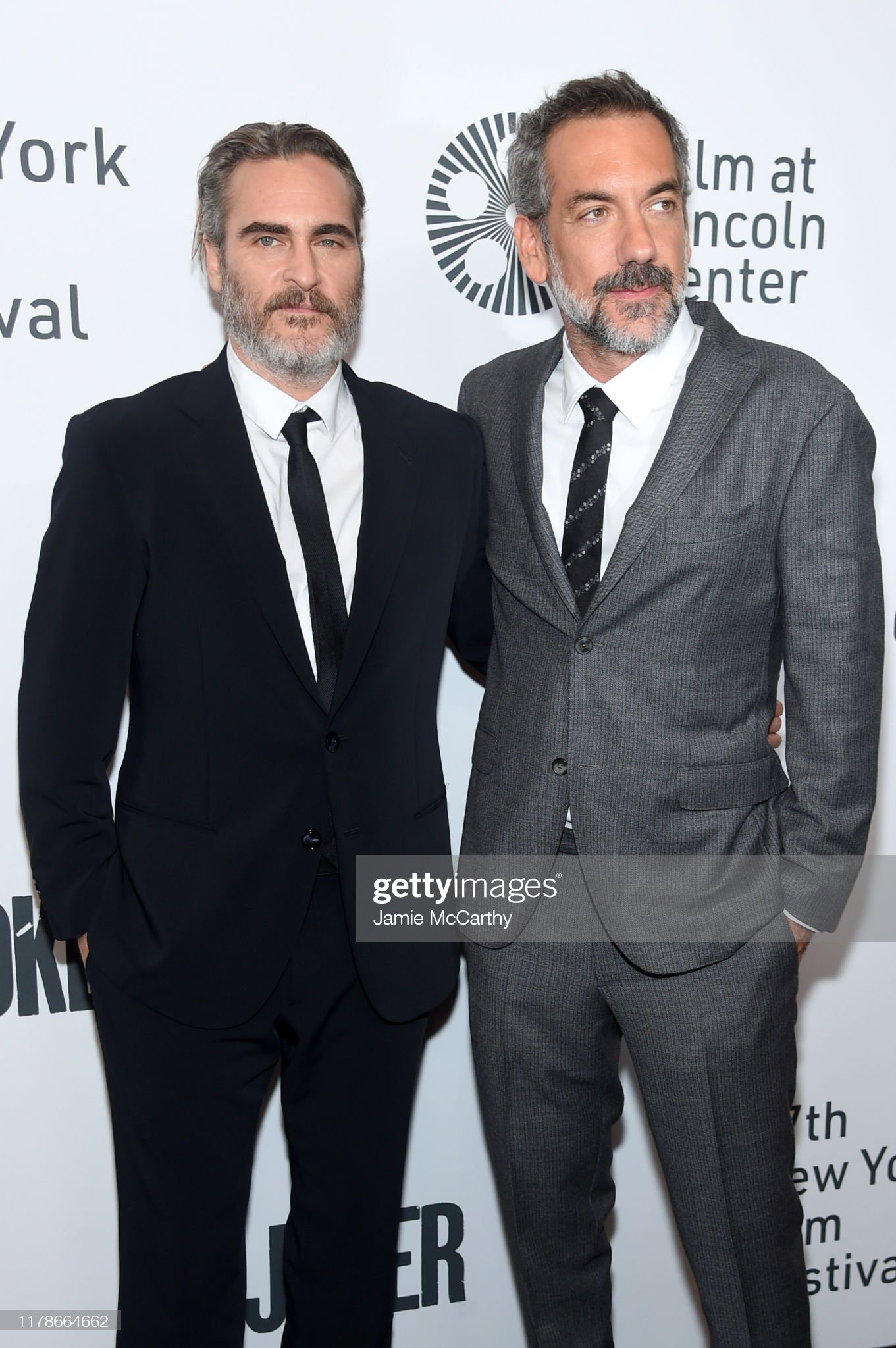 ¿Cuánto mide Joaquin Phoenix? - Altura - Real height Joaquin-phoenix-and-todd-phillips-attend-the-57th-new-york-film-at-picture-id1178664662?s=2048x2048