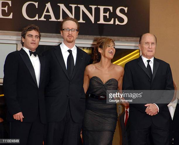 Joaquin Phoenix James Gray Eva Mendes and Robert Duvall