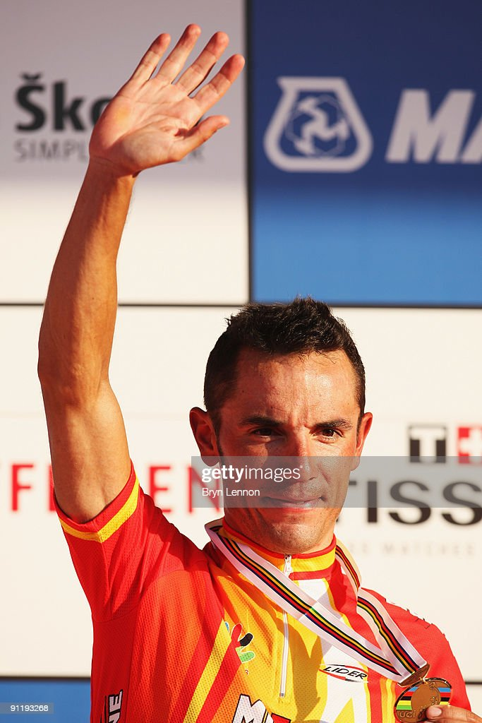 Joaquin Rodriguez Oliver of Spain celebrates 3rd place in the Men's Road Race at the 2009 UCI Road World Championships on September 27, 2009 in Mendrisio, Switzerland.
