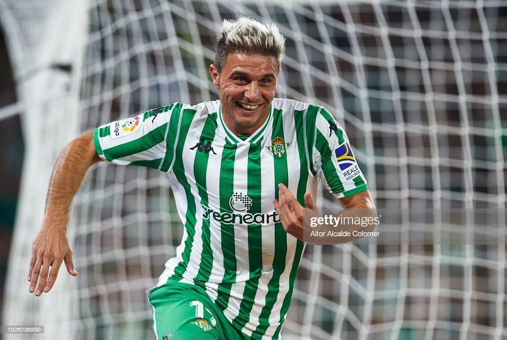 Joaquin Sanchez of Real Betis Balompie celebrates after scoring during the La Liga match between Real Betis Balompie and Sevilla FC at Estadio Benito Villamarin on September 2, 2018 in Seville, Spain.
