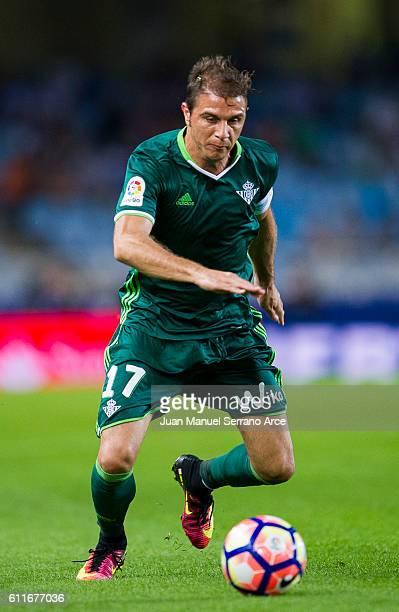 Joaquin Sanchez of Real Betis controls the ball during the La Liga match between Real Sociedad de Futbol and Real Betis Balompie at Estadio Anoeta on...