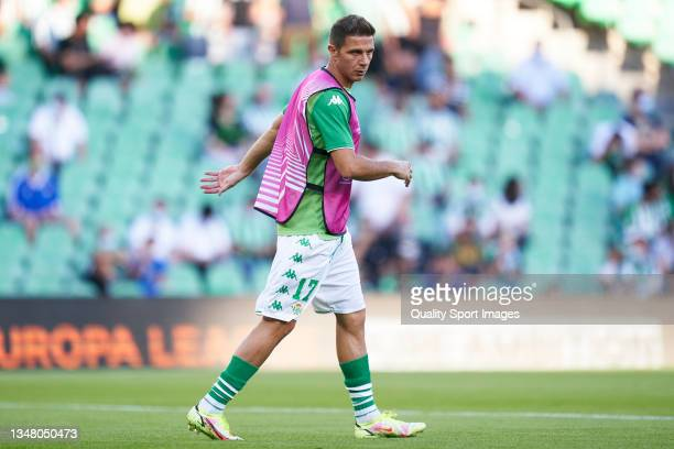 Joaquin Sanchez of Real Betis warms up prior to the UEFA Europa League group G match between Real Betis and Bayer Leverkusen at Estadio Benito...