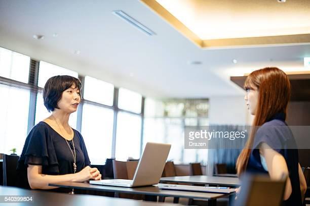 就職面接を新しい候補者の金融機関