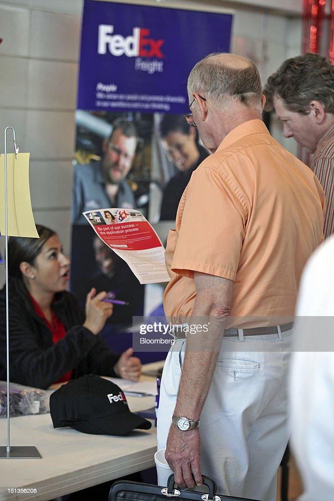 Views From A Veterans Job Fair As U.S. Jobless Claims Fall Photos ...
