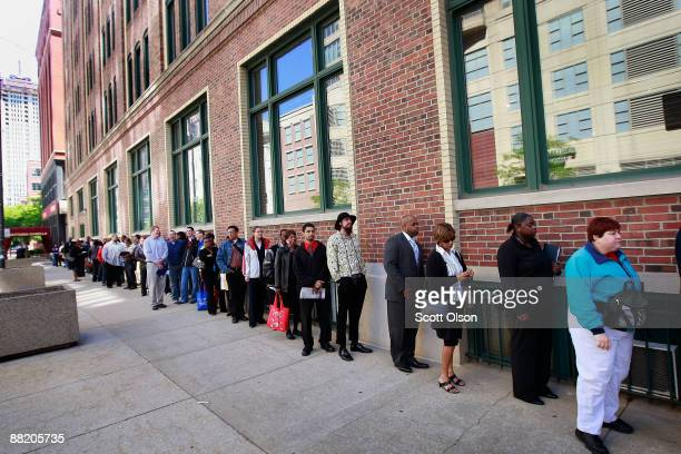 Job seekers wait in line for a job fair June 4 2009 in Chicago Illinois The number of people collecting unemployment insurance dropped slightly for...