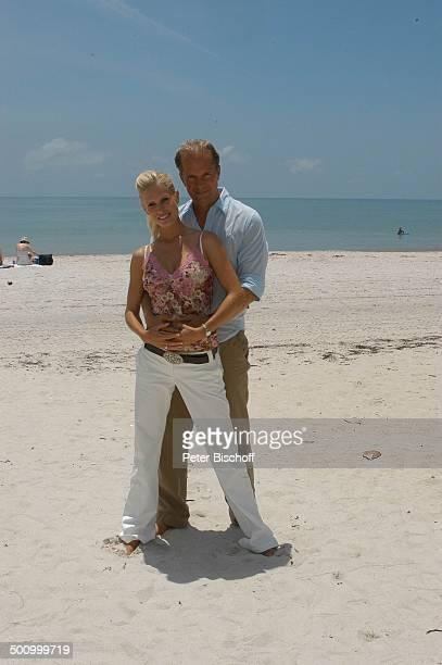 Jochen Horst Ehefrau Tina Ciamperla am Rande der Dreharbeiten zum ZDFFilm FloridaTräume Fort Myers USA Amerika PNr 925/2005 Frau Schauspieler Promi...