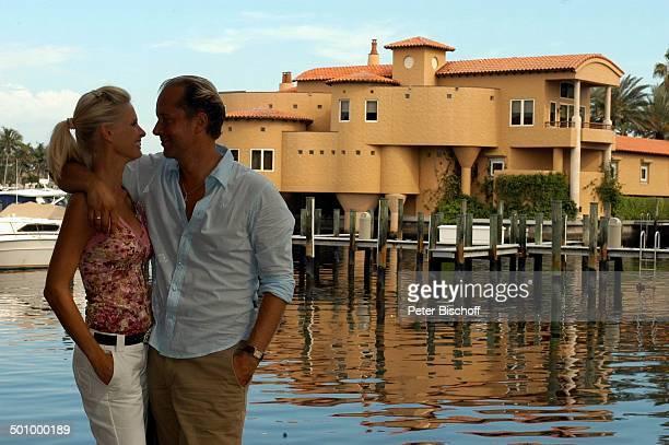 Jochen Horst Ehefrau Tina Ciamperla am Rande der Dreharbeiten zum ZDFFilm FloridaTräume Fort Myers USA Amerika PNr 925/2005 Schauspieler Promi...
