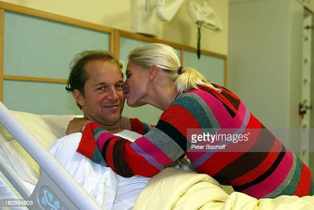 Jochen Horst Ehefrau Tina Ciamperla Bad Schwartau Agnas KarlKrankenhaus Bett umarmen Umarmung Kuss
