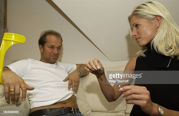 Jochen Horst Ehefrau Tina Ciamperla Berlin Deutschland Europa Wohnung Krücke Krücken Gehhilfe TromboseSpritze nach MeniskusOperation OP