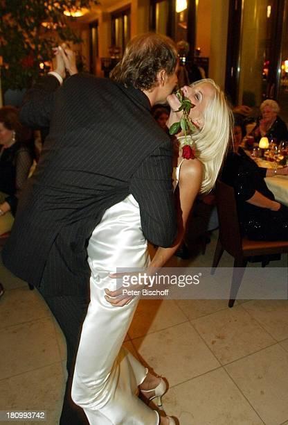 Jochen Horst Ehefrau Tina Ciamperla Hochzeit Hochzeitsfeier Restaurant I Portici Berlin Deutschland Europa Tanz Tanzen 8112002 PNr 1038/2002