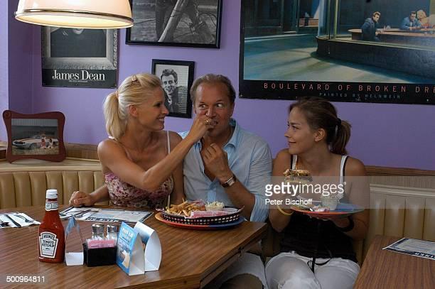 Jochen Horst Ehefrau Tina Ciamperla Janina Flieger am Rande der Dreharbeiten zum ZDFFilm FloridaTräume Fort Myers USA Amerika PNr 925/2005...