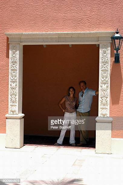 Jochen Horst Janina Flieger am Rande der Dreharbeiten zum ZDFFilm FloridaTräume Fort Myers USA Amerika PNr 925/2005 Schauspielerin Schauspieler Promi...