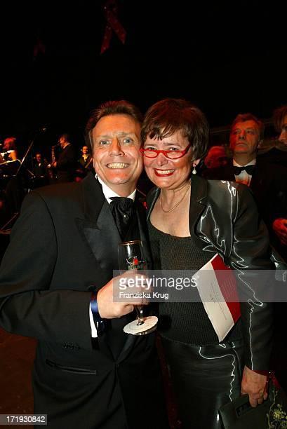 Jochen Kowalski Und Monika Diepgen Bei Der 10. Festlichen Operngala Für Die Deutsche Aids-Stiftung In Der Deutschen Oper Berlin Am 081103