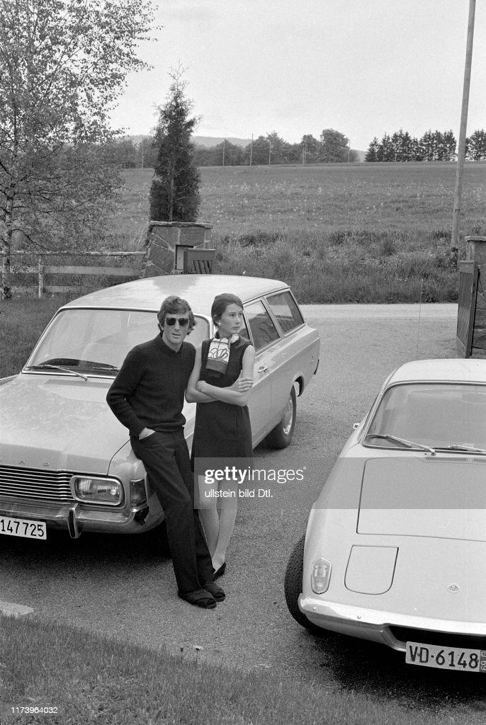 Jochen Rindt, Austrian race driver, with his wife Nina, 1969 : Foto di attualità