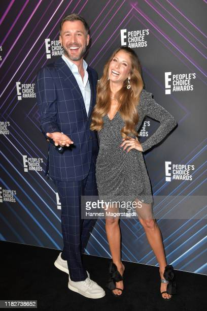 """Jochen Schropp and Cathy Hummels at the """"E! People's Choice Awards"""" at Hotel Mandarin Oriental on October 22, 2019 in Munich, Germany."""