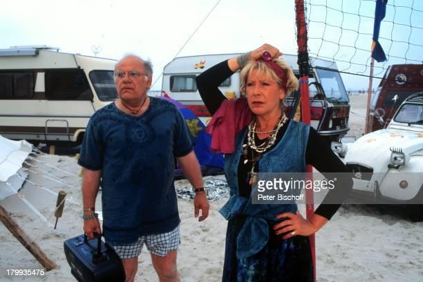 Jochen Senf Barbara Magdalena AhrenStrandclique ARDSerie VerkleidungHippie Strand